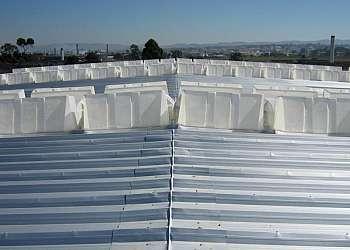 Instalação de clarabóia de ventilação